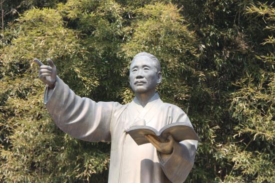 가람 이병기 선생 동상.