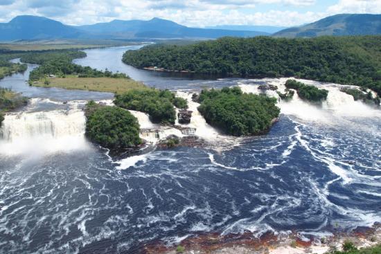 하늘에서 본 카라오강의 폭포들.